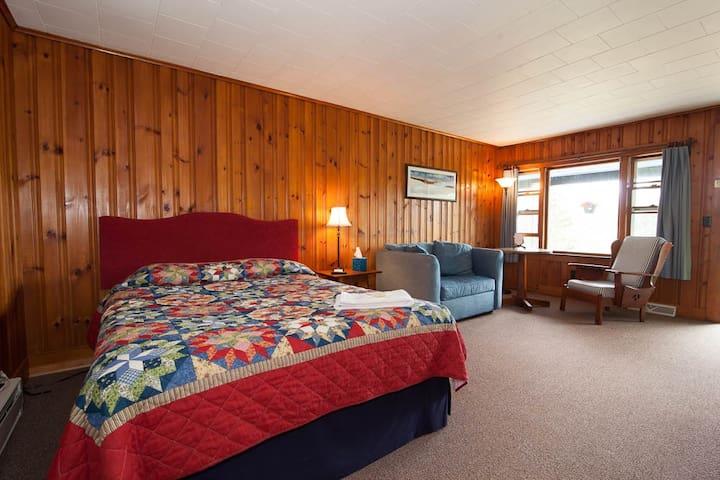 Shamrock Motel and Cottages Room 6