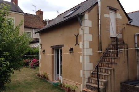 Maisonnette dans jardin calme - Durtal - Haus