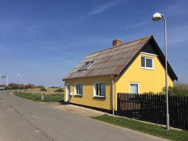 Landsbyhus ved Vesterhavet