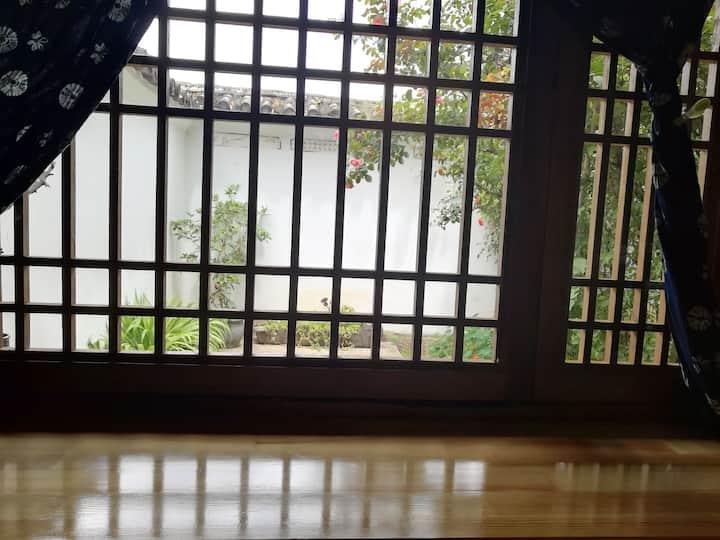长租短住单人房间•大理沙溪小野家客栈•稻田边的乡村民宿•小单间,门口直达,免费停车,小庭院独享