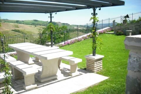 Apartamento moderno en Petrella Guidi con vistas al jardín