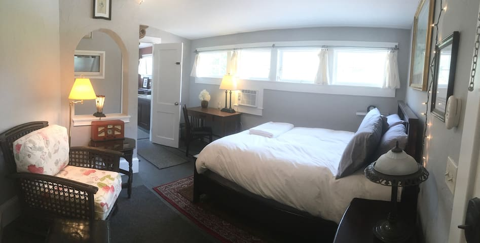 A Travelers Stateroom - Private Suite - 3M to DT