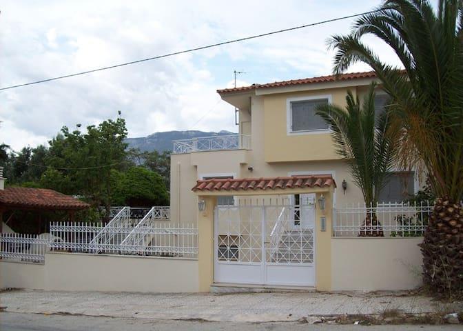 Loutraki, near Cazino and sea - Korinthia - Hus
