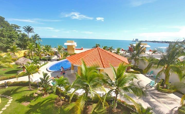 Casa Serena Beachfront-Perfect Couples or Families