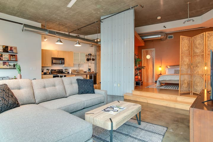 2 Bedrm Loft in the Gulch! View of downtown!