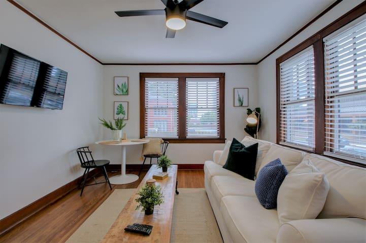 Living Area with full size sleeper sofa , Wi-Fi, Roku, Ceiling Fan, Beautiful Hardwoods