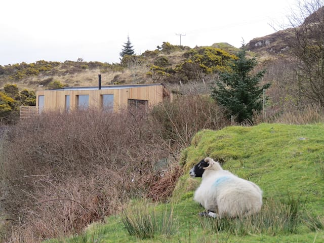 Cala Fearnadh eco-cabin, Bunessan, Isle of Mull
