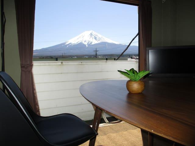 富士山ビュー、富士Q徒歩10分、車を置いて遊びに行こう!カップルに最適プライベートTsukitei4