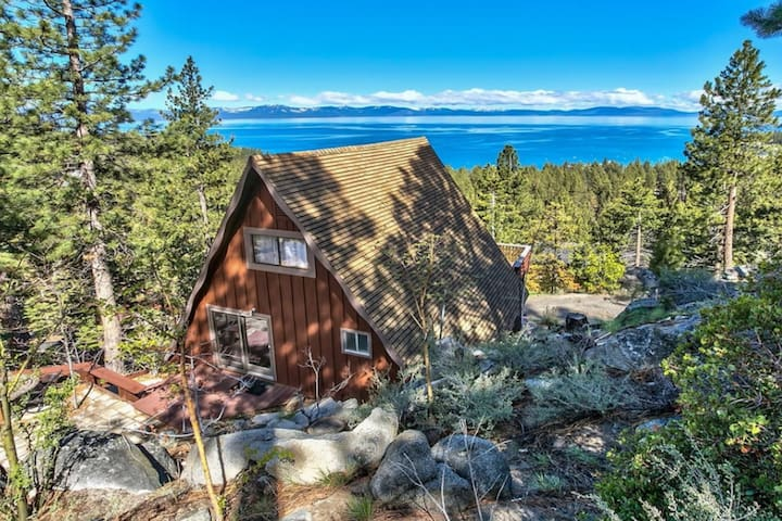 Dog-friendly cabin w/ amazing Lake Tahoe view - close to Heavenly!
