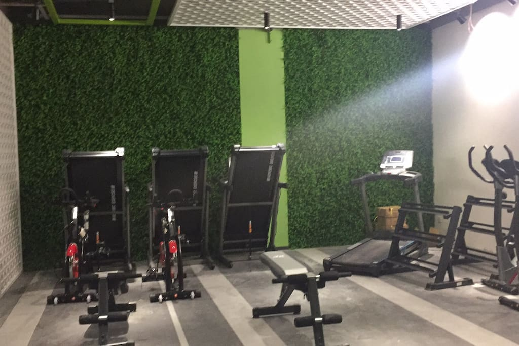 Free gym 楼下免费公用健身房
