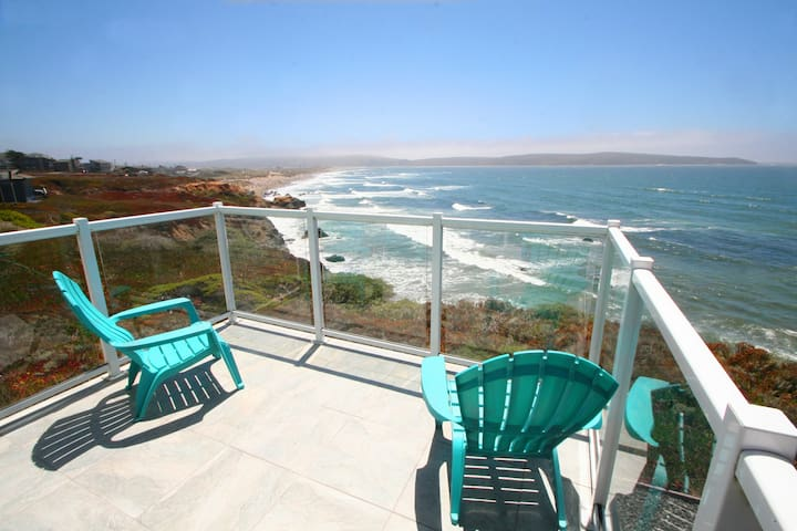 """BeachHouseBliss""OnBluff,Huge Ocean View,Hot Tub!"