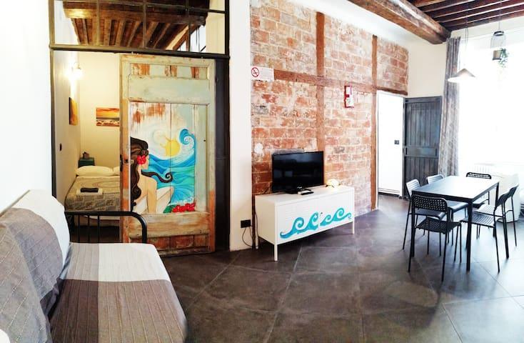 Blue Room Apartment - Near Aquarium