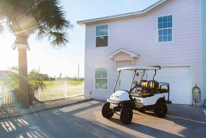 Fancy Flamingo: Free Golf Cart, Pet Friendly, Shared Heated Pool