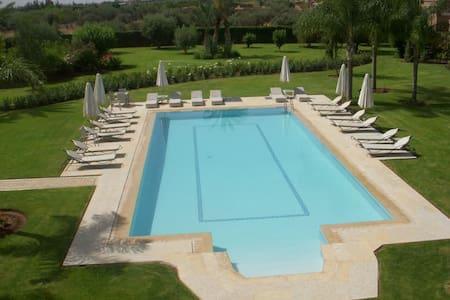MAGNIFIQUE VILLA DE LUXE vue sur l'ATLAS - Marrakesh - Villa