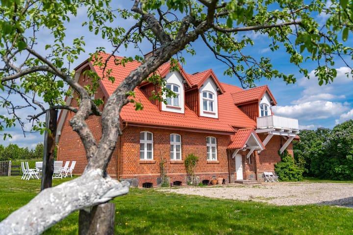 Piękny dom na Kaszubach - lasy i jeziora