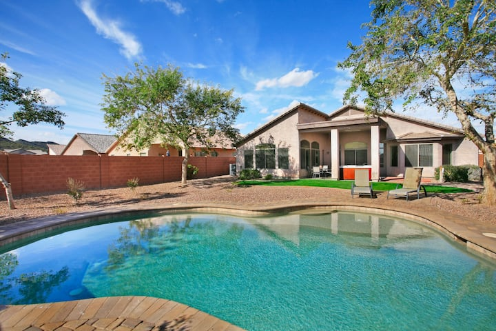 Sunny & Private with Heated (option) Pool & Spa - Pool Table & Lot's of Games!