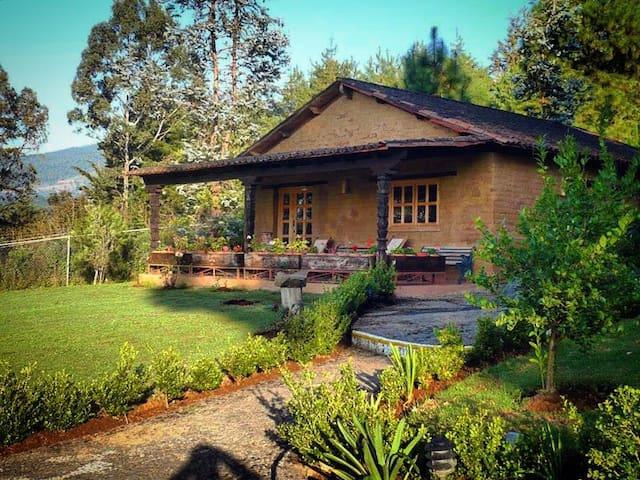Zirahuen,Preciosa Cabaña Familiar, vista al lago-4