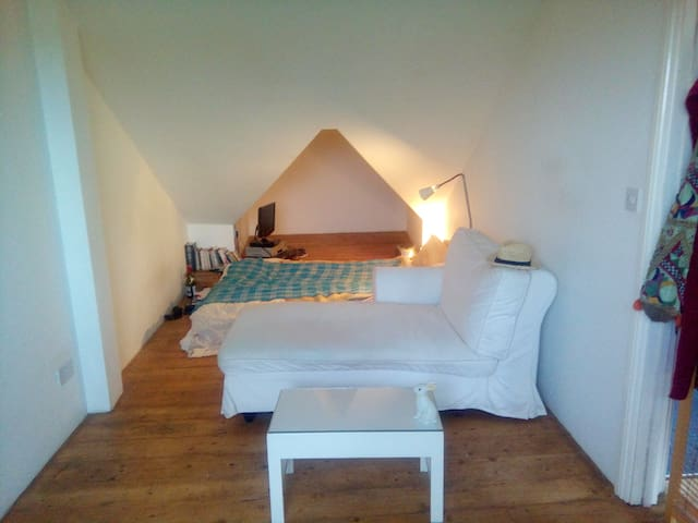 Stunning double room in quiet, charming house