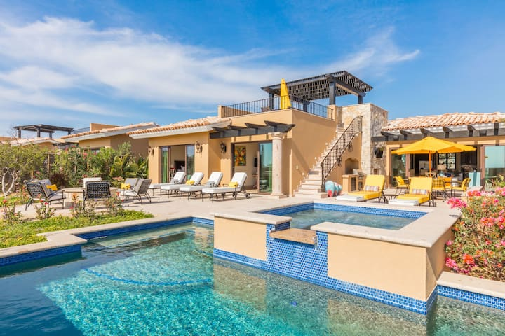 OUTDOOR PARADISE!  Golf-Front Villa w/ Pool