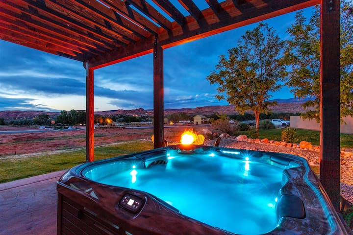 Luxury Vacation Rental with Private Hot Tub and Parking for those Moab Toys