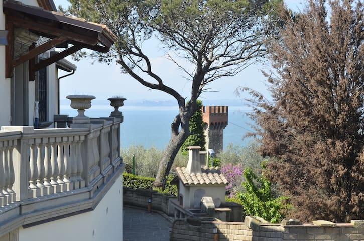 Dépendance con piscina e vista panoramica - Passignano Sul Trasimeno - Schoonfamilie
