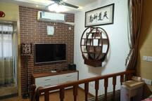 房间配备电视剧、空调。