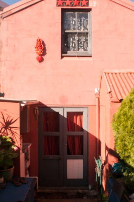 Sunny courtyard shared with lovely neighbours