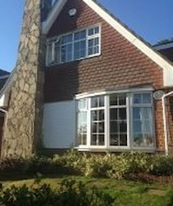 Woods End [Upstairs Room] - Guildford - House