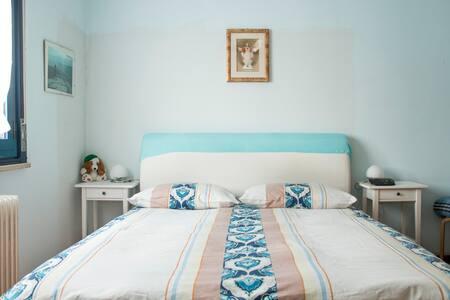 camera matrimoniale molto luminosa - Pioltello - Lakás