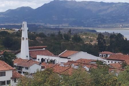 Guatavita, con vista al Lago - Guatavita