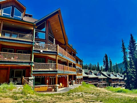 Ski-in/ski-out condo at Apex Mountain