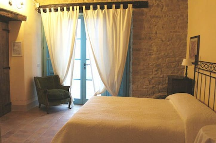 Country charme Bedroom Marche B&B - Serra San Quirico - Bed & Breakfast