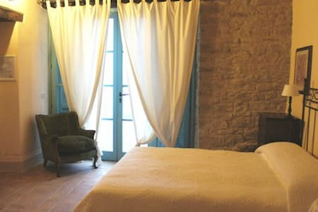Country charme Bedroom Marche B&B - Serra San Quirico - Pousada