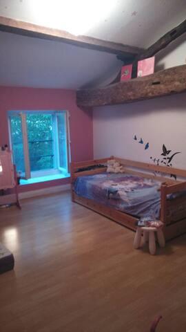 Chambre privée et spacieuse - Pujols - Rumah