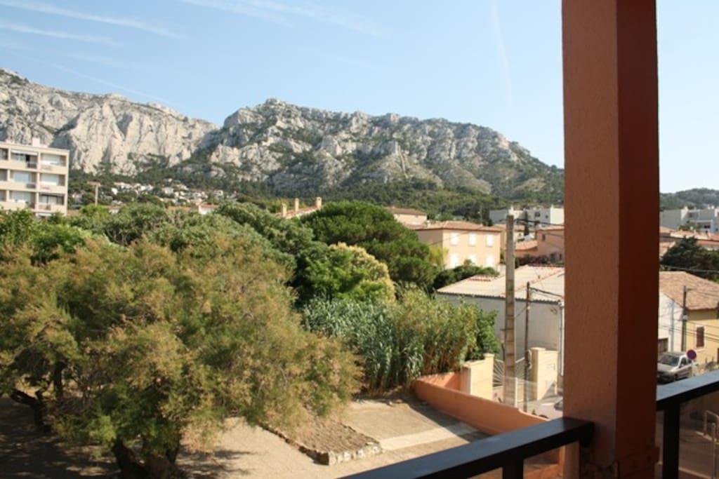 vue du balcon, de la cuisine et chambre