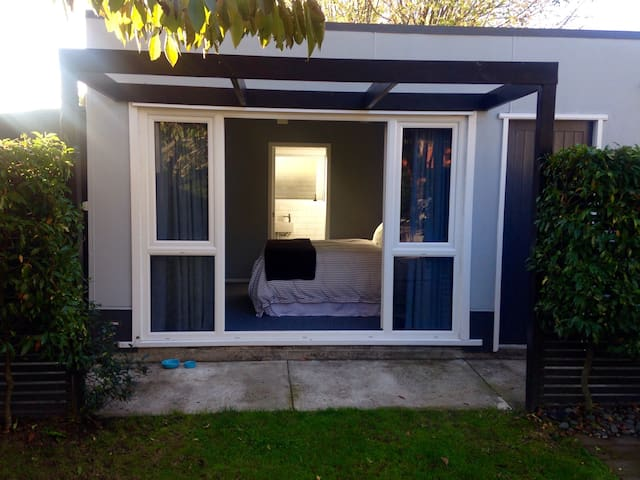 Separate garden studio for two - Cambridge - Cabin
