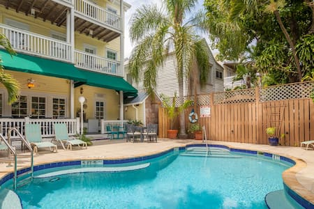 Curry House Bed and Breakfast #4 - Shared Bathroom - Key West - Bed & Breakfast