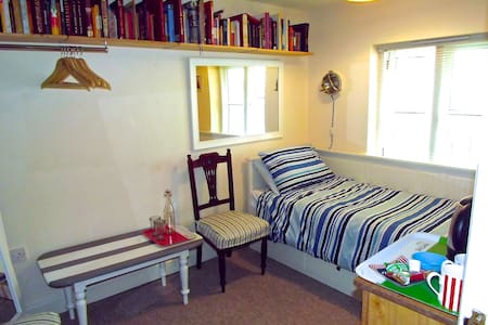 Quiet Room in Lovely Mews Cottage - Hove - Hus