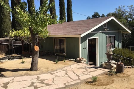 Downtown Paso Wine Country Cottage - Paso Robles