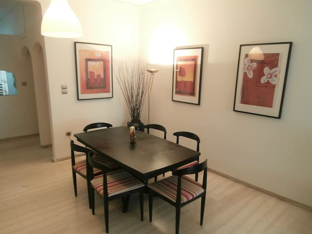 Spacious apartment near Peace&Frienship stadium! - Athene - Appartement
