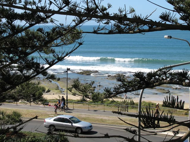 Absolute beachfront -Stunning Views - Mooloolaba - Apartment