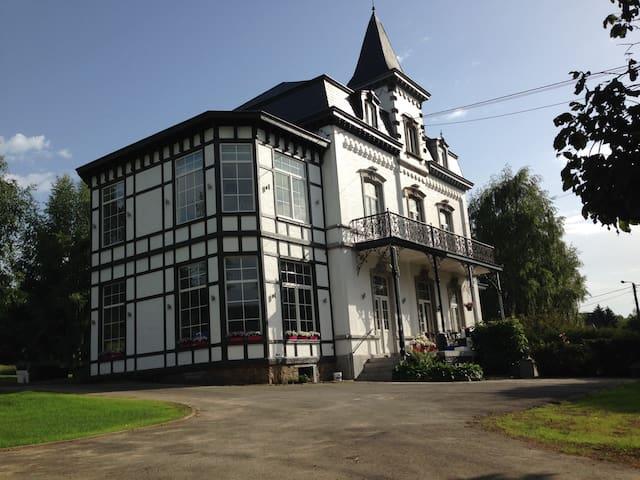 Le studio de la villa Madeleine - Spa - Villa