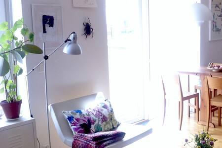 Sunlit design studio apartment - ストックホルム