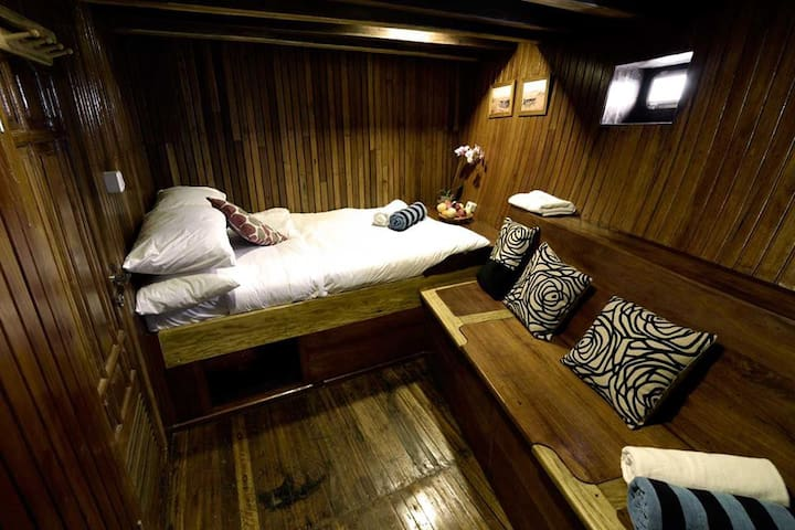 Deluxe Cabin on Traditional Indonesian Phinisi - Denpasar Selatan - Bateau