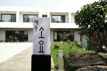 올레5코스  한적한 마을에서의 쉼 ㅡ 제주 소요(201호)