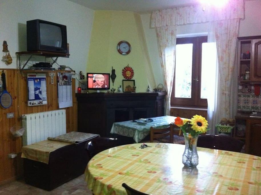 una sala e cucina
