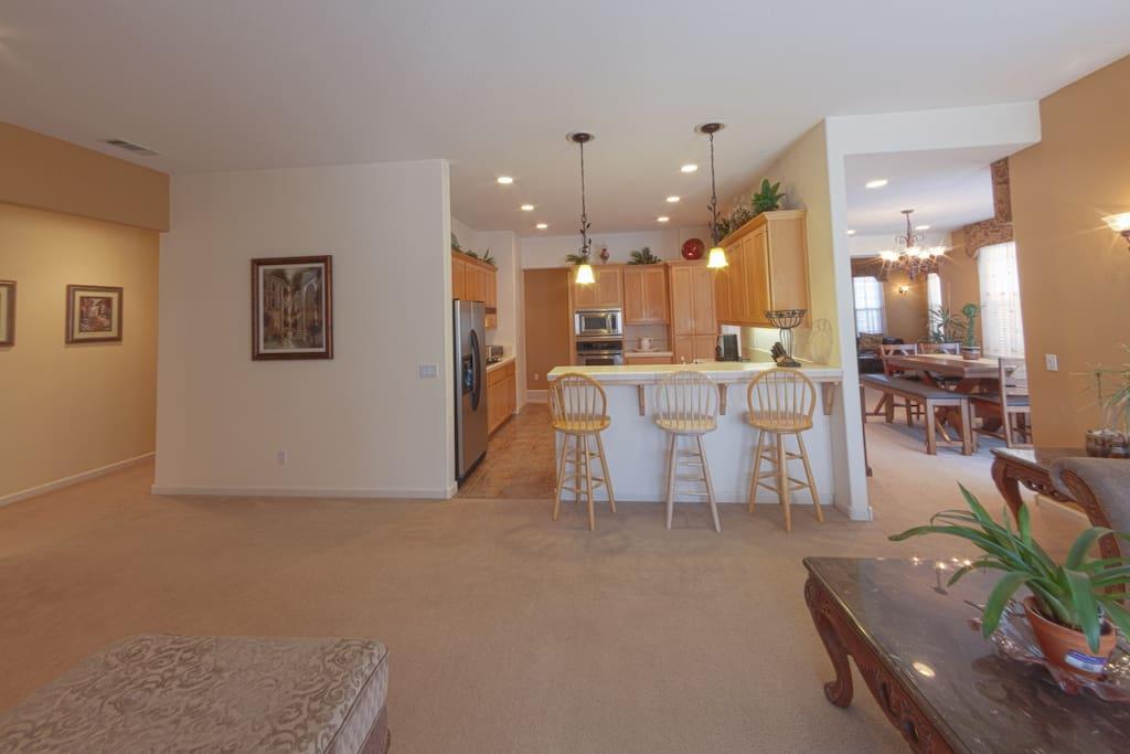 Clean, Comfortable, & Open Floor Plan