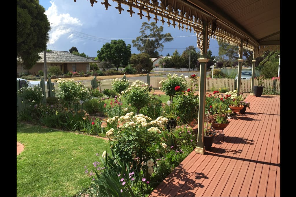 Award winning garden and delightful verandah to sit and watch the world go by. Enjoy a drink or 2 of our local Pyrenees wines watching the sun go down.