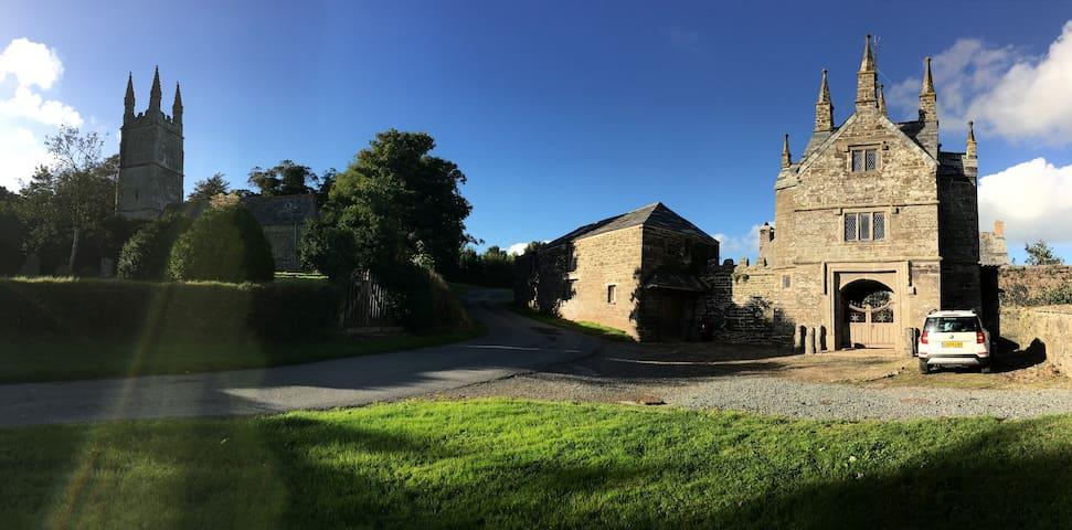 The Gatehouse, Bradstone Manor