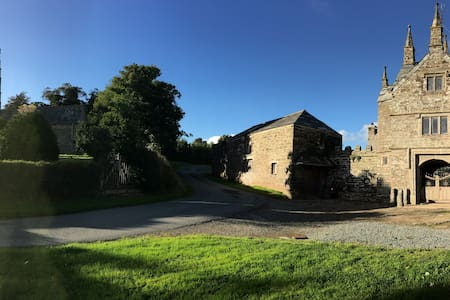 The Gatehouse, Bradstone Manor